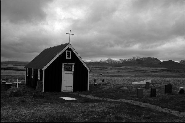 Schwarz-Weiss Photographie, Kirche auf Island | Photo: Michael Sandner